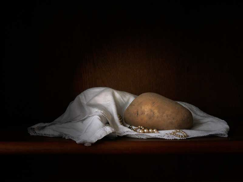 anneke_seelen_aardappel-met-kleedje-en-parels