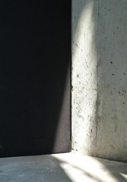 Hoeklicht Meelfabriek Leiden (2015) Afdruk op Kodak Pro Endura, in houten lijst 18x24 cm € 50,-